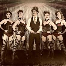 Burlesque Jubiläumsshow - Burlesque Ensemble der roten Bühne
