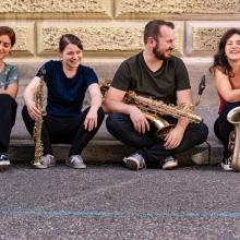 Grazias Saxophone Quartett - Saxophon-Quartett kommt mit Bass und Schlagzeug