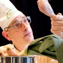 Wer kocht, schießt nicht - Eine Koch-Satire von Michael Herl ... | {Koch beim kochen 82}
