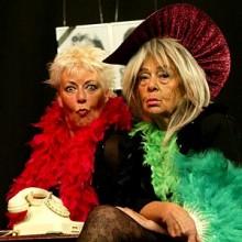 Zwei Witwen sehen rot